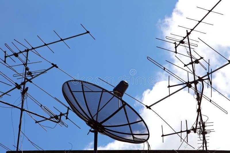 δορυφόρος κεραιών στοκ φωτογραφία με δικαίωμα ελεύθερης χρήσης