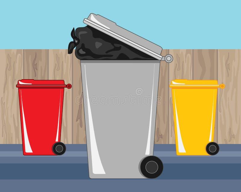 Δοχεία ανακύκλωσης ND αποβλήτων πίσω αυλών κοντά σε έναν ξύλινο φράκτη ελεύθερη απεικόνιση δικαιώματος