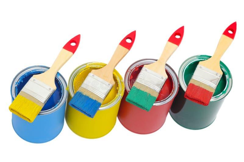 Δοχεία χρωμάτων με τη βούρτσα στοκ εικόνα με δικαίωμα ελεύθερης χρήσης