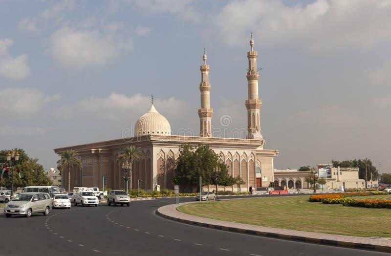 Δοχείο Hanbal Al Emam Ahmad μουσουλμανικών τεμενών ashkhabad κεντρικό τετράγωνο Σάρτζα Ε.Α.Ε. στοκ εικόνα με δικαίωμα ελεύθερης χρήσης