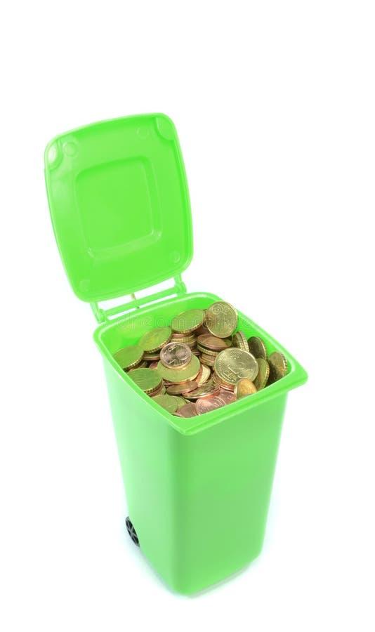 Δοχείο Wheelie με τα χρήματα στοκ φωτογραφία