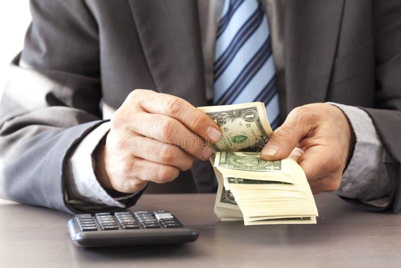 Δολάριο εκμετάλλευσης επιχειρηματιών στον πίνακα στοκ εικόνα