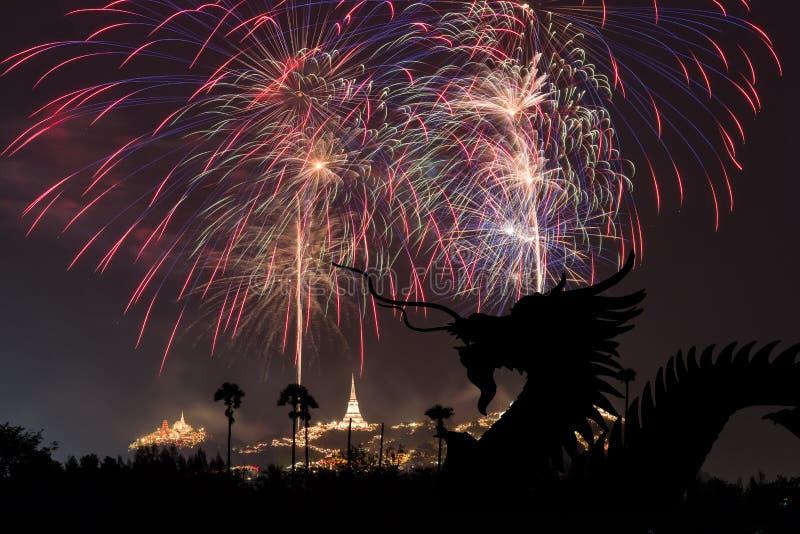 Δράκος και φεστιβάλ πυροτεχνημάτων σε Phetchaburi, Ταϊλάνδη στοκ φωτογραφίες με δικαίωμα ελεύθερης χρήσης