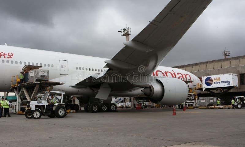 Δράση κεκλιμένων ραμπών στο Boeing 777 στοκ εικόνα