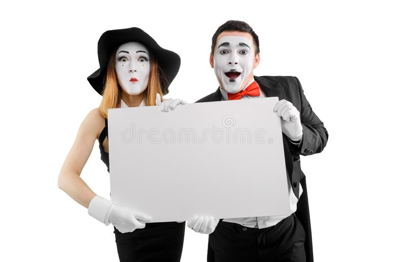 Δράστες Mime που κρατούν την κενή αφίσσα στοκ εικόνες