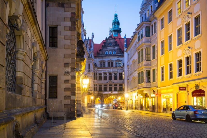 Δρέσδη, Γερμανία - 19 Απριλίου 2019: Όμορφη αρχιτεκτονική της παλαιάς πόλης στη Δρέσδη στο σούρουπο, Σαξωνία r στοκ εικόνες