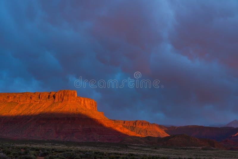 Δραματική θύελλα στο ηλιοβασίλεμα στη χώρα φαραγγιών της νότιας Γιούτα στοκ εικόνες με δικαίωμα ελεύθερης χρήσης