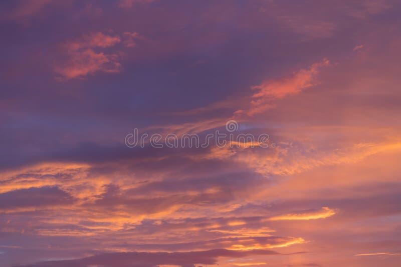 Δραματικός θυελλώδης ουρανός πριν από την αυγή στοκ φωτογραφίες με δικαίωμα ελεύθερης χρήσης