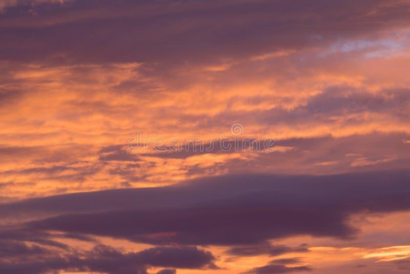 Δραματικός θυελλώδης ουρανός πριν από την αυγή στοκ φωτογραφία με δικαίωμα ελεύθερης χρήσης