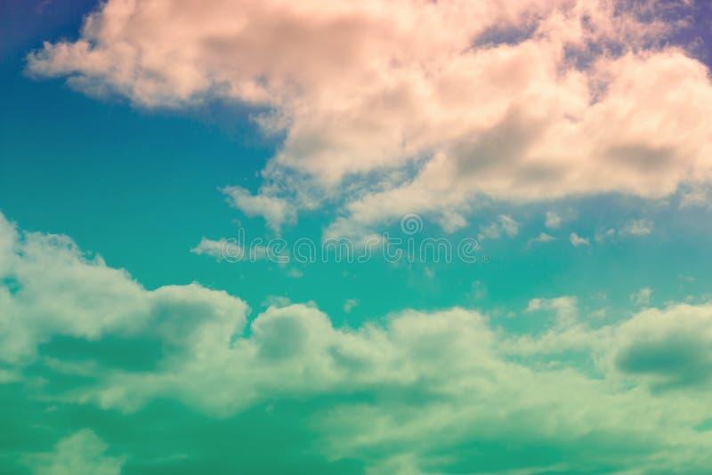 Δραματικός ουρανός και ζωηρόχρωμα σύννεφα στοκ φωτογραφίες
