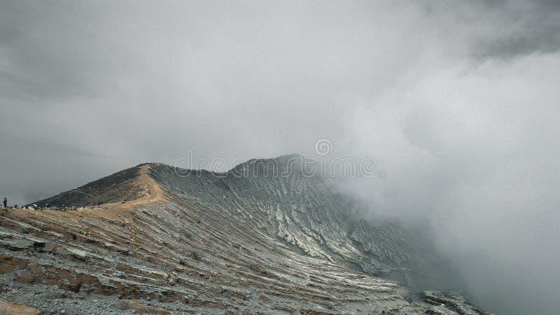 Δραματικό βουνό Ijen στοκ φωτογραφία