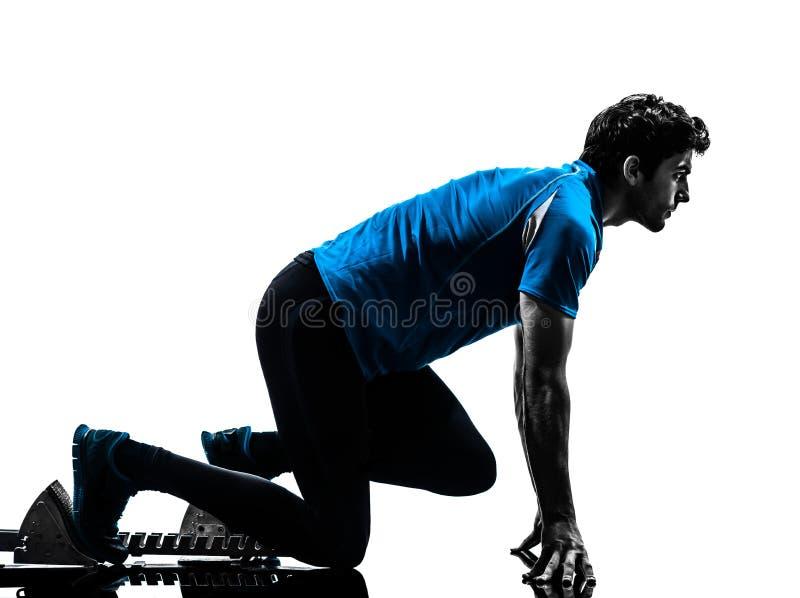 Δρομέας ατόμων sprinter στους αρχικούς φραγμούς   σκιαγραφία στοκ εικόνες