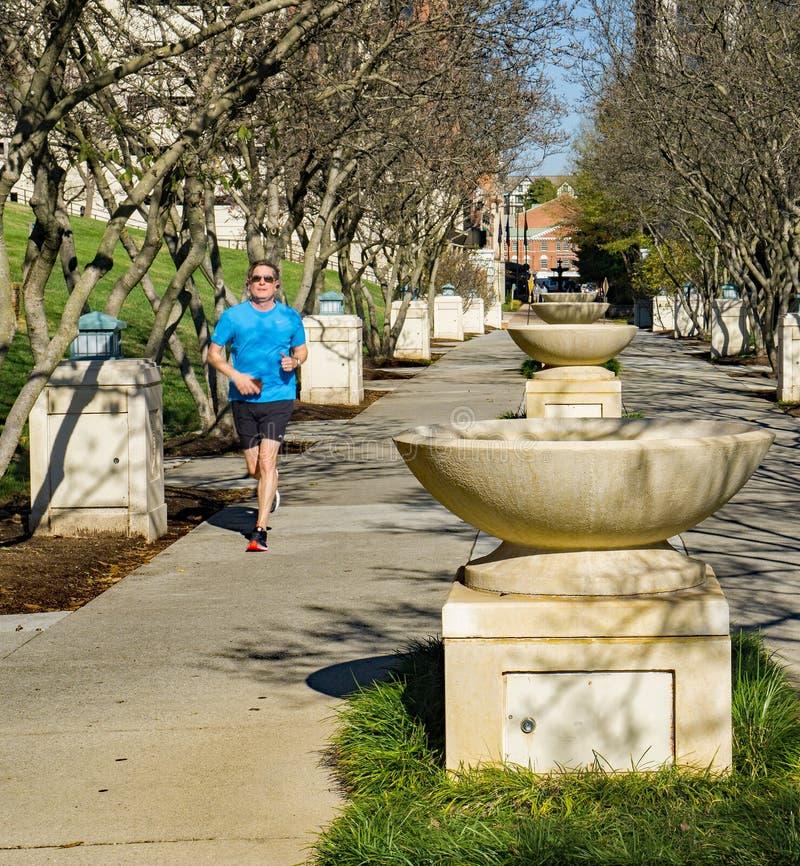 Δρομέας στον υπόλοιπο κόσμο πηγών στο πάρκο Elmwood, Roanoke, Βιρτζίνια, ΗΠΑ στοκ φωτογραφία με δικαίωμα ελεύθερης χρήσης