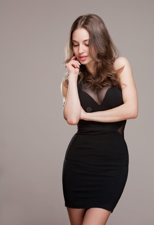 Δροσερό νέο brunette. στοκ φωτογραφία με δικαίωμα ελεύθερης χρήσης