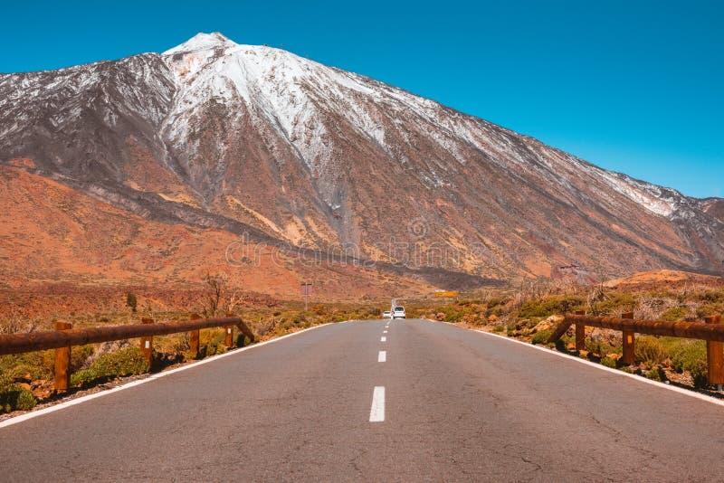 Δρόμος ασφάλτου στην ηφαιστειακή έρημο Tenerife, καναρίνι στοκ εικόνα