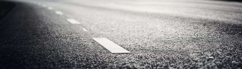 Δρόμος ασφάλτου και διαχωριστικές γραμμές στοκ εικόνες