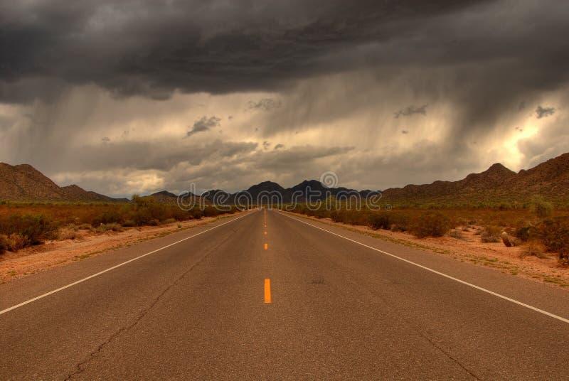 δρόμος βουνών ερήμων στοκ εικόνες