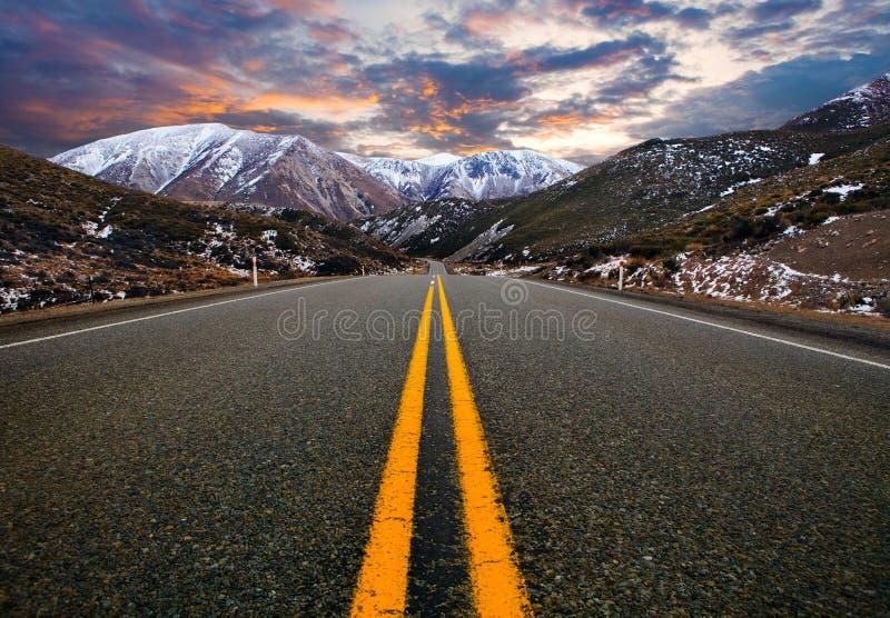 Δρόμος βουνών στο εθνικό πάρκο Νέα Ζηλανδία, το περισσότερο π περασμάτων αρθούρου ` s στοκ φωτογραφία με δικαίωμα ελεύθερης χρήσης