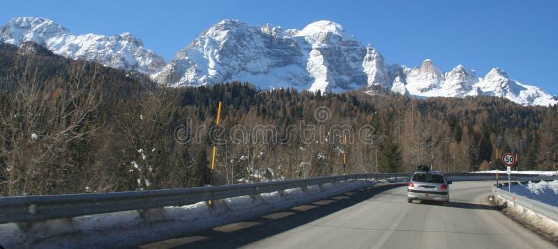 Download δρόμος βουνών στοκ εικόνα. εικόνα από ρυθμιστής, ιταλία - 397619
