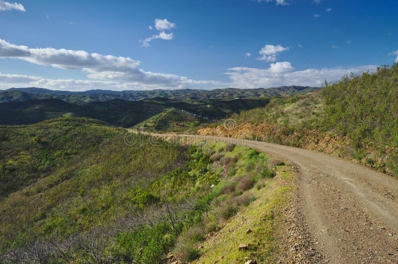 Δρόμος επαρχίας γύρω από τα βουνά στοκ εικόνες