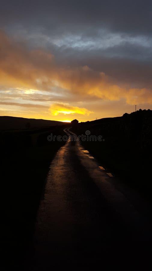 Δρόμος ηλιοβασιλέματος στοκ φωτογραφίες
