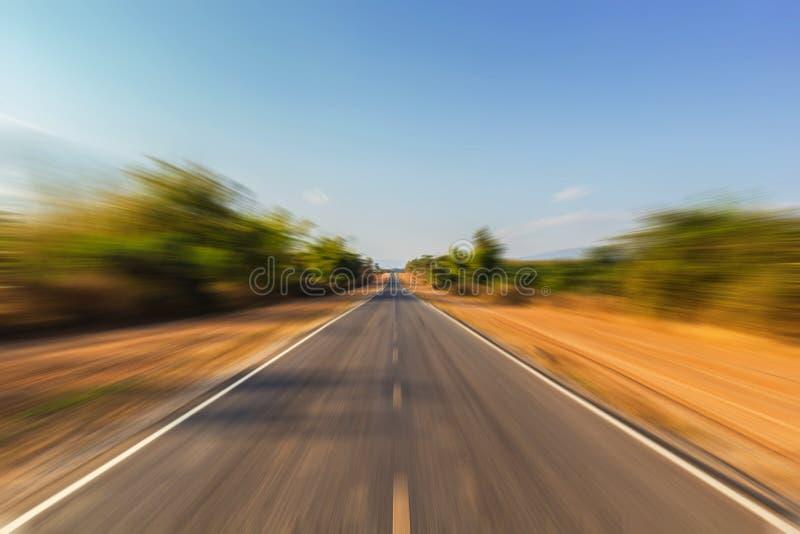 Δρόμος θαμπάδων κινήσεων στο άπειρο στοκ εικόνα
