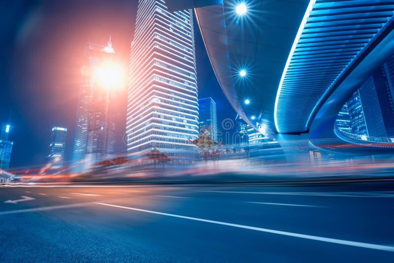 Δρόμος και αστικό υπόβαθρο στοκ φωτογραφίες με δικαίωμα ελεύθερης χρήσης