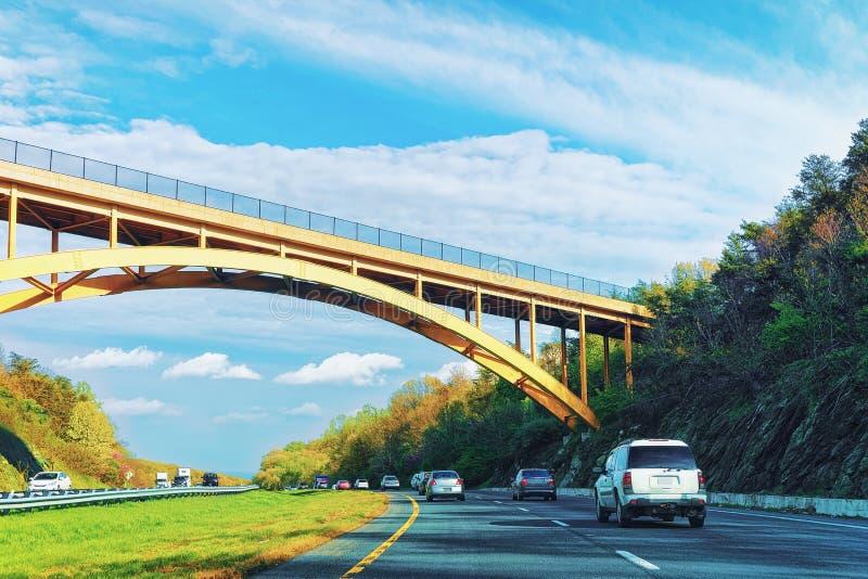 Δρόμος και γέφυρα στην εθνική οδό του William Penn σε Springville στοκ εικόνες