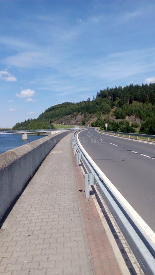 Δρόμος και ποταμός στοκ εικόνες
