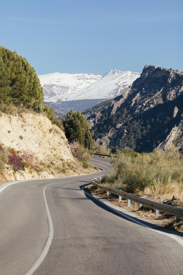 Δρόμος μέσω της οροσειράς Νεβάδα, Ισπανία στοκ εικόνες