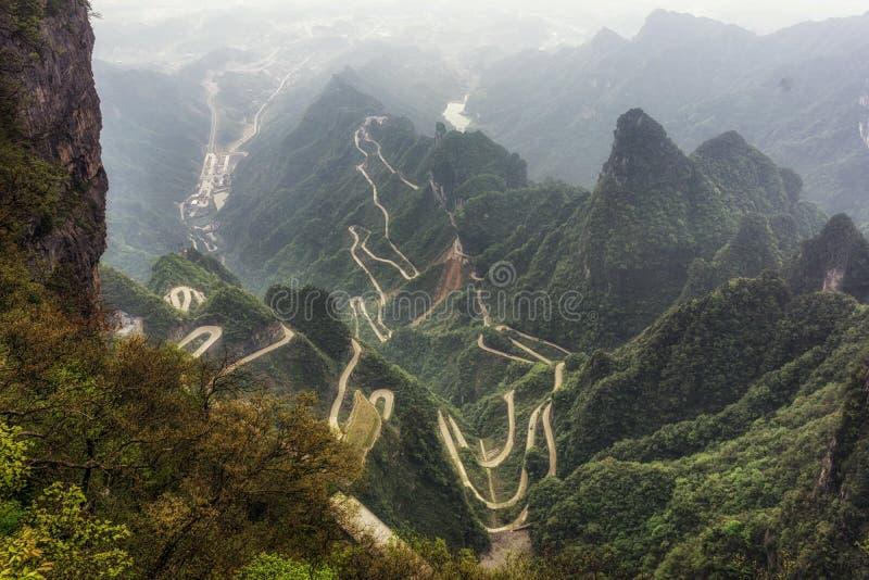 Δρόμος με πολλ'ες στροφές βουνών Tianmen στοκ φωτογραφία με δικαίωμα ελεύθερης χρήσης