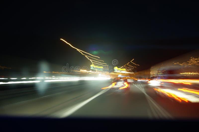 Δρόμος νύχτας με τη μακροχρόνια έκθεση στοκ φωτογραφίες με δικαίωμα ελεύθερης χρήσης