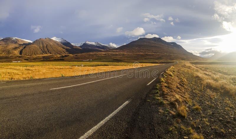 Δρόμος ορεινών περιοχών στην Ισλανδία στοκ φωτογραφίες