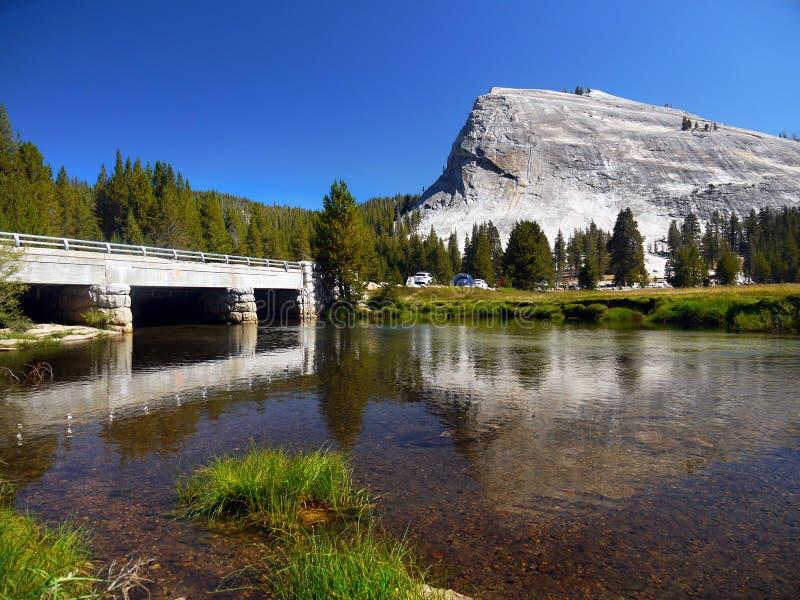 Δρόμος περασμάτων Tioga, μονόλιθος γρανίτη Yosemite στοκ φωτογραφία