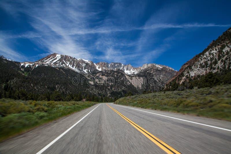 Δρόμος περασμάτων Tioga, Yosemite, Καλιφόρνια, ΗΠΑ στοκ εικόνες με δικαίωμα ελεύθερης χρήσης