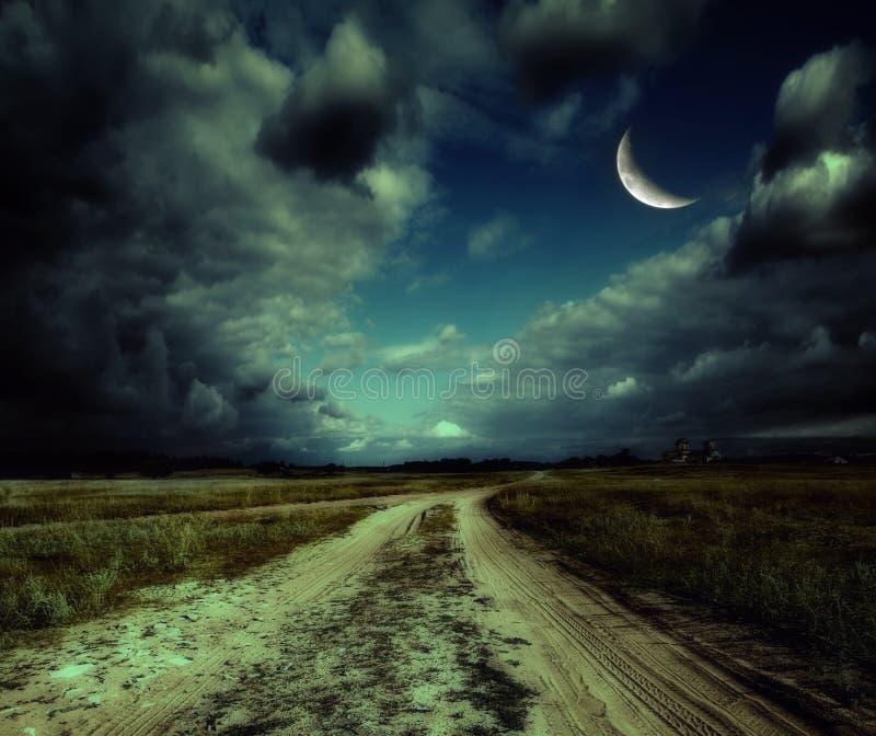 Δρόμος στη νύχτα στοκ εικόνες με δικαίωμα ελεύθερης χρήσης