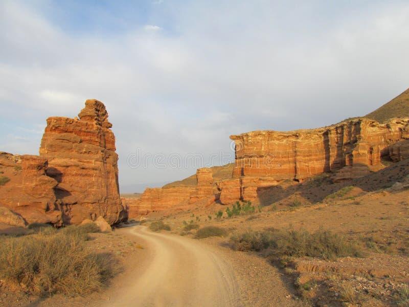 Δρόμος στο κόκκινο φαράγγι Charyn (Sharyn) στοκ φωτογραφίες με δικαίωμα ελεύθερης χρήσης