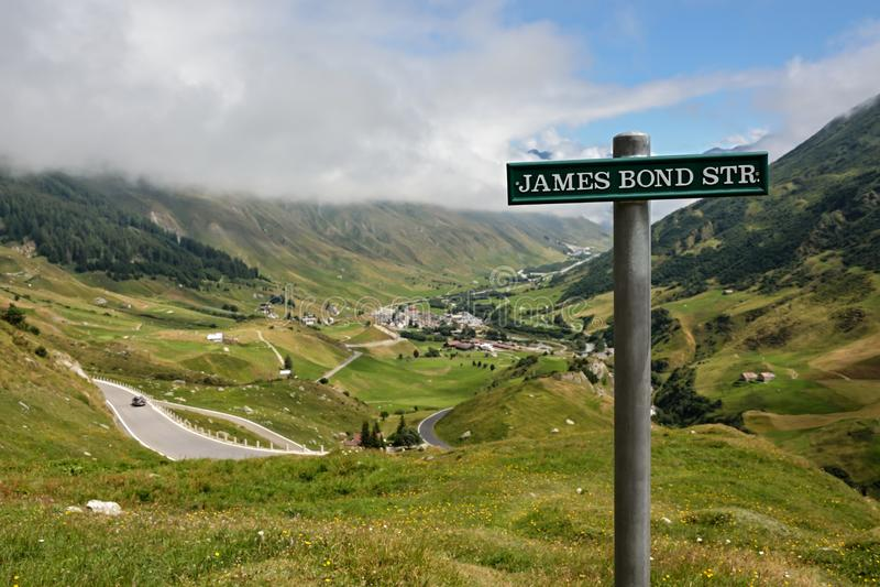 Δρόμος στο πέρασμα βουνών Furka στοκ φωτογραφία με δικαίωμα ελεύθερης χρήσης
