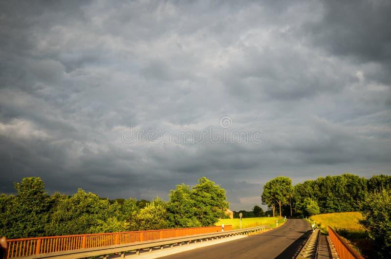 Δρόμος στο πράσινο στοκ φωτογραφίες με δικαίωμα ελεύθερης χρήσης