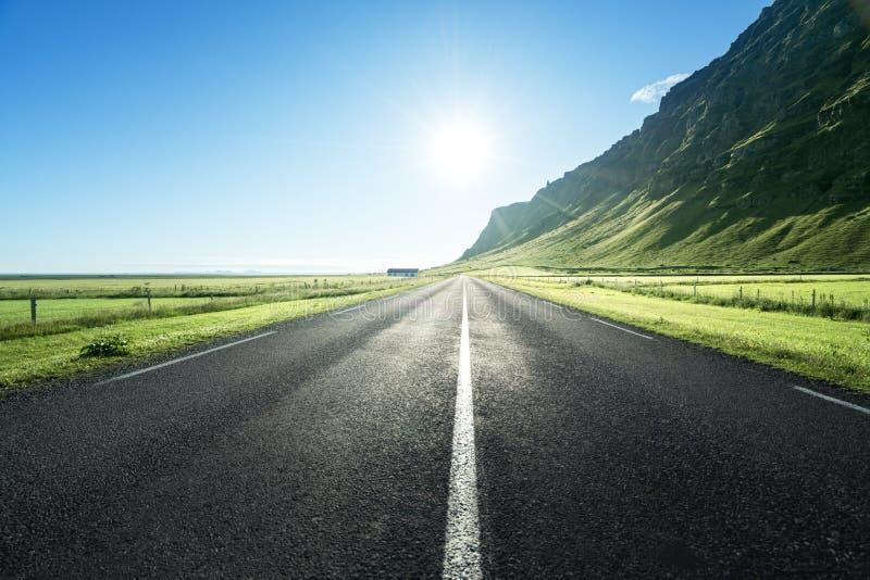 Δρόμος το καλοκαίρι Ισλανδία στοκ φωτογραφία