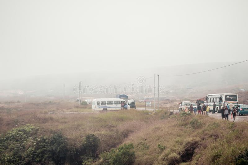 Δρόμος Cherrapunjee Meghalaya, Ινδία Nohkalikai στις 25 Δεκεμβρίου 2018 - ομιχλώδες και νεφελώδες τοπίο Nohkalikai, οι υγρότερες  στοκ εικόνες