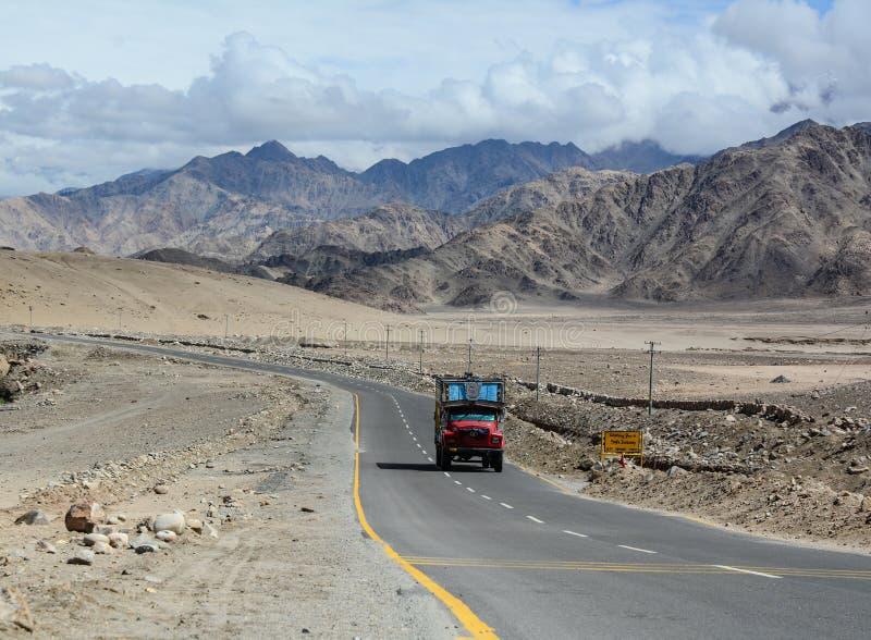 Δρόμος manali-Leh μεγάλου υψομέτρου στοκ εικόνες