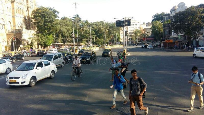 Δρόμος Mumbai, Ινδία για τους πεζούς περάσματος κυκλοφορίας πόλεων στοκ φωτογραφία με δικαίωμα ελεύθερης χρήσης
