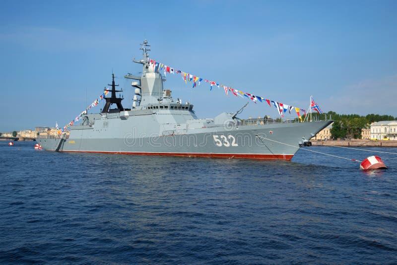 Δρόμωνας ` Boykiy ` βλημάτων στον ποταμό Neva στον εορτασμό ημέρας ναυτικού στη Αγία Πετρούπολη στοκ εικόνες