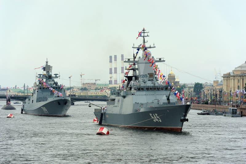 Δρόμωνας Stoykiy και ναύαρχος Makarov φρεγάτων κατά τη διάρκεια μιας ναυτικής ισοτιμίας στοκ φωτογραφία με δικαίωμα ελεύθερης χρήσης