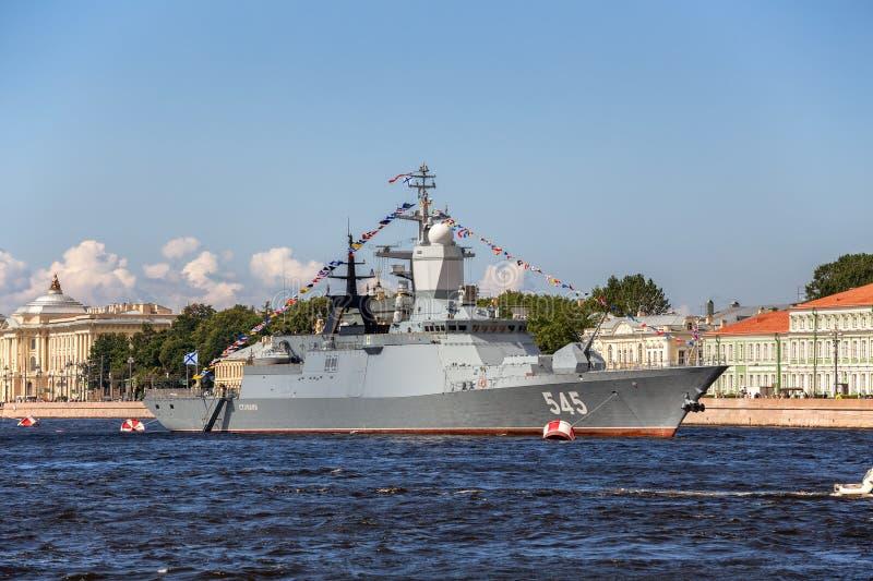 Δρόμωνας Stoykiy στη ναυτική παρέλαση την ημέρα του ρωσικού στόλου στο ST Petersburgon στοκ εικόνες