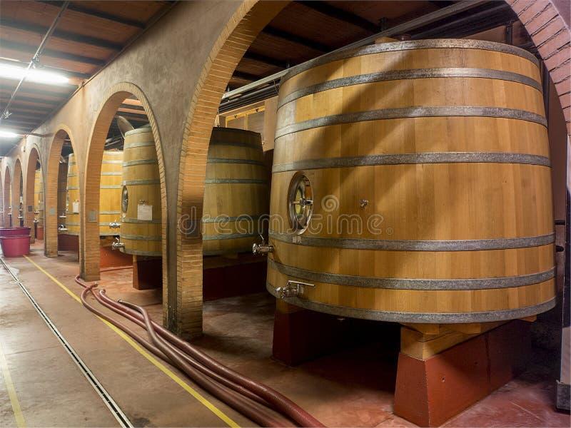 Δρύινα βαρέλια κρασιού στοκ φωτογραφίες