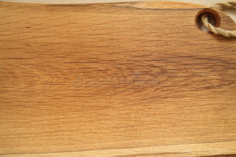 Δρύινος τεμαχίζοντας πίνακας Αγροτική έννοια υποβάθρου κουζινών εστιατόριο καταλόγων επιλογής invatation καρτών ανασκόπησης στοκ φωτογραφία με δικαίωμα ελεύθερης χρήσης