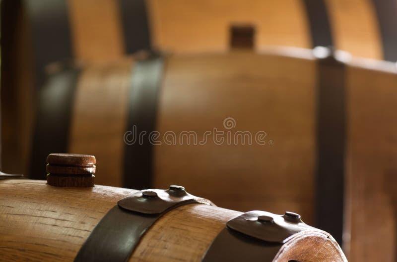 δρύινο μικρό κρασί βαρελιώ&nu στοκ εικόνα με δικαίωμα ελεύθερης χρήσης