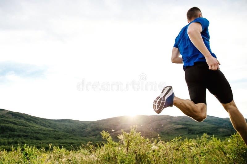Δυναμικό τρέξιμο δρομέων αθλητών στοκ εικόνα με δικαίωμα ελεύθερης χρήσης